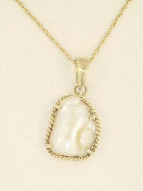 BRAIDED GOLD AND PEARL PENDANT