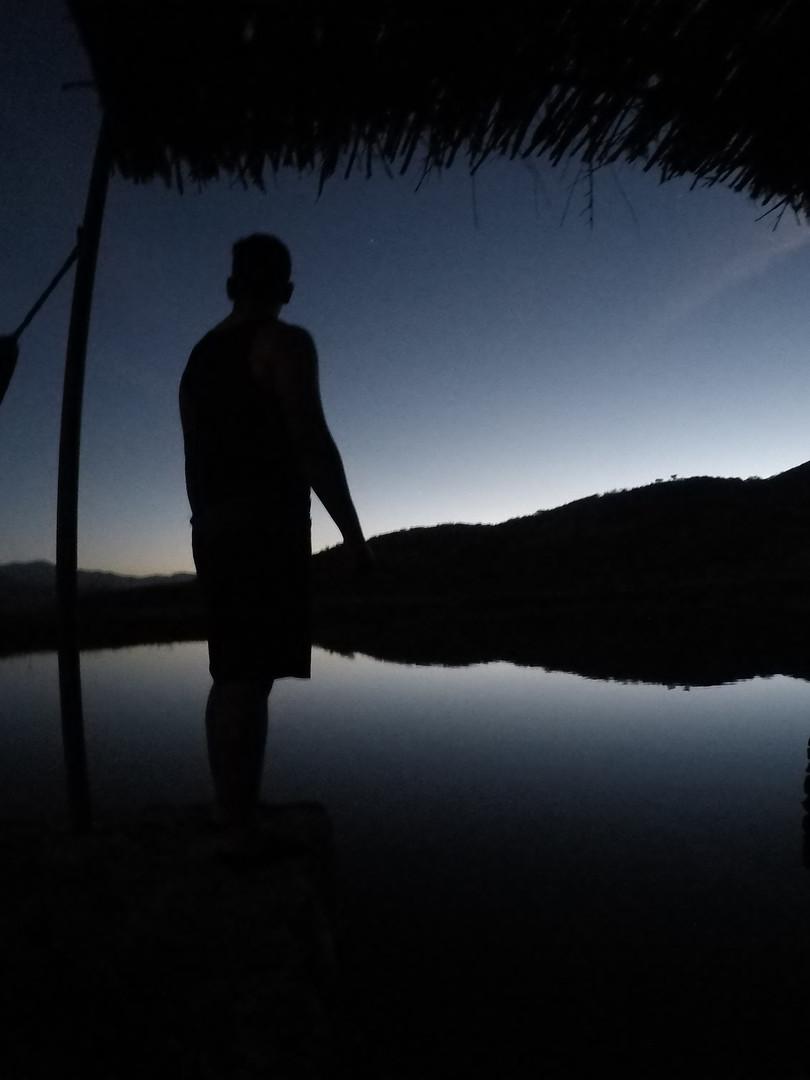 Vista del Lago de Noche