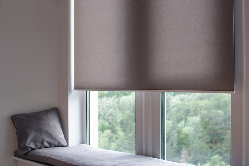 Motorized roller shades. Automatic rolle