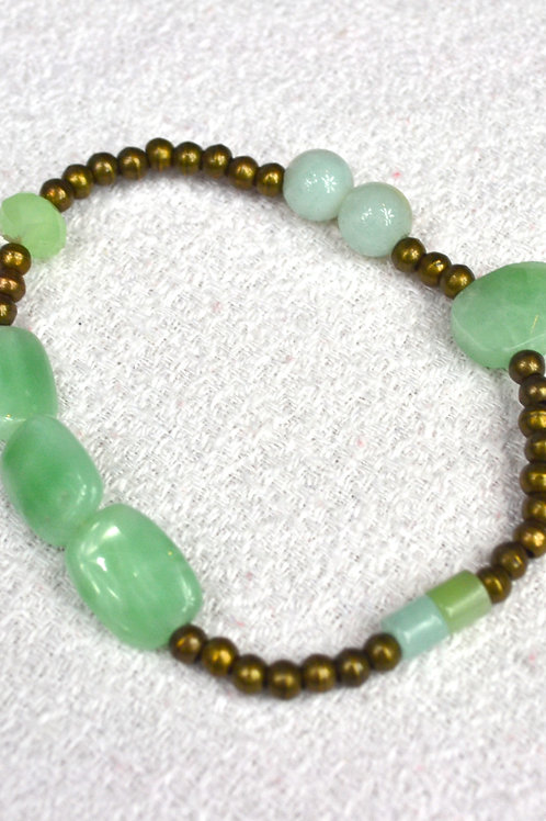 Bracelet perles bronzet et pierres vertes