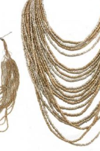 Collier à multi-rangs de perles dorées/argentées