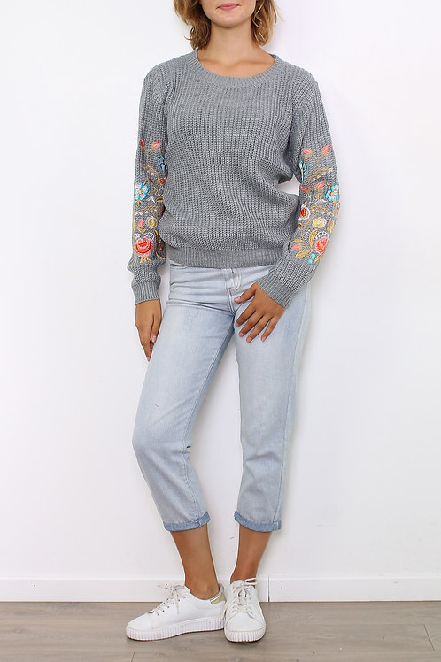 Pull broderies gris