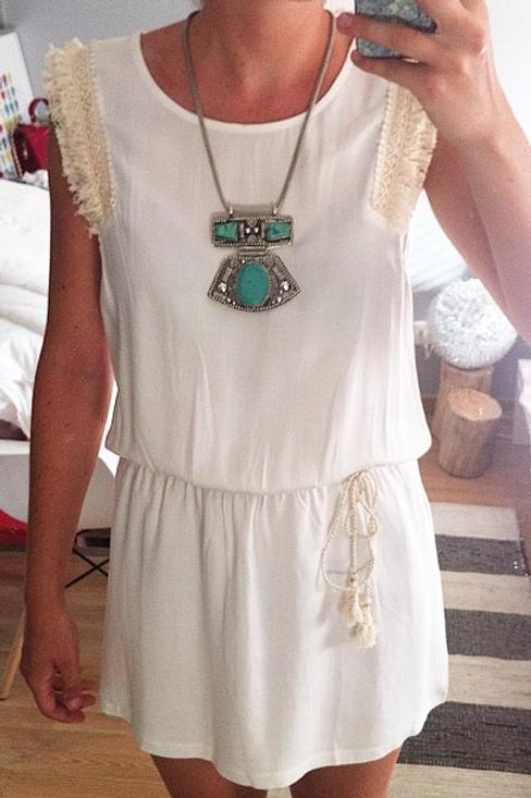 Robe blanche à franges