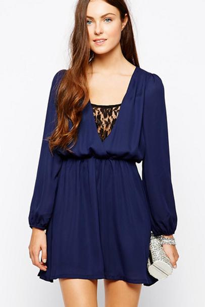 Robe bleu marine à dentelle