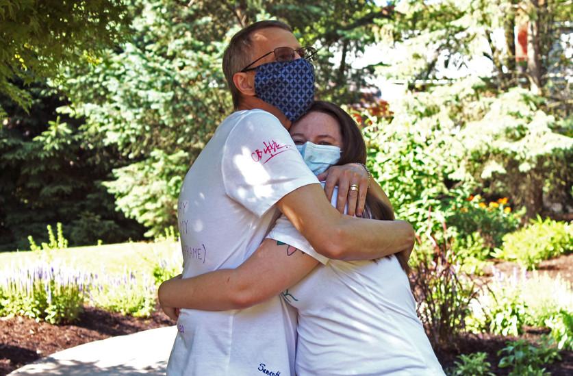 VETERAN COUPLE V-DAY HUG