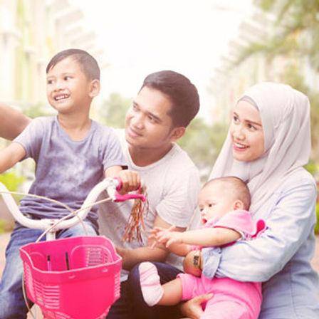 muslim-family-selfie-t.jpg