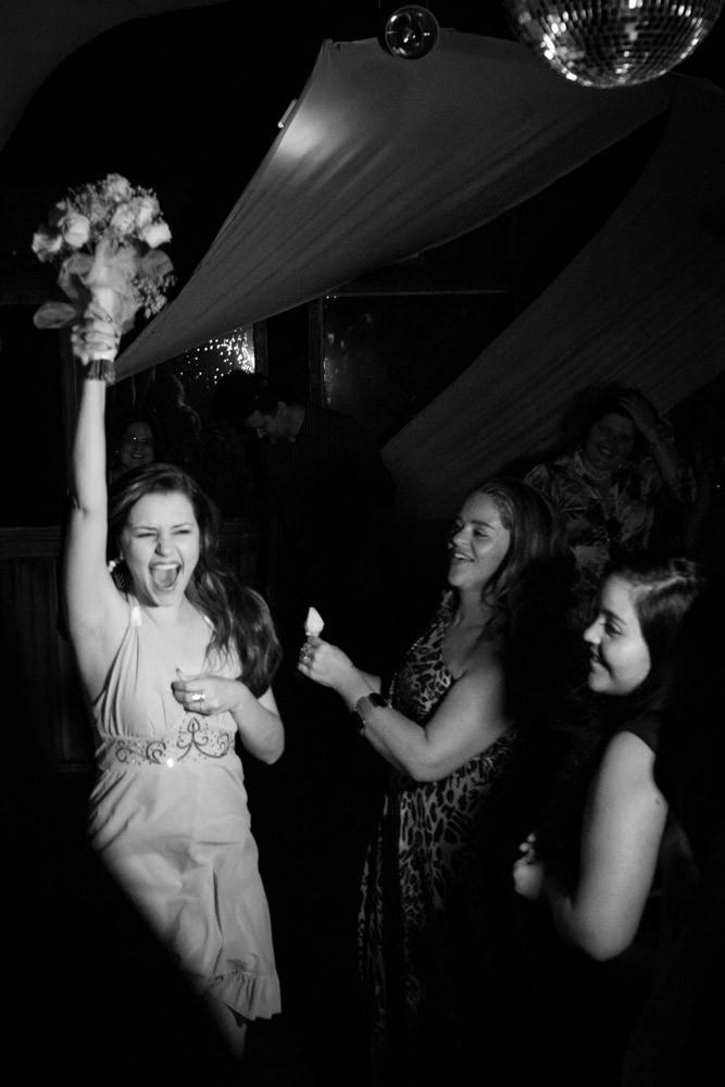casamento vestido noiva noivos fotografobh fotografo bouquet emoção espontânea