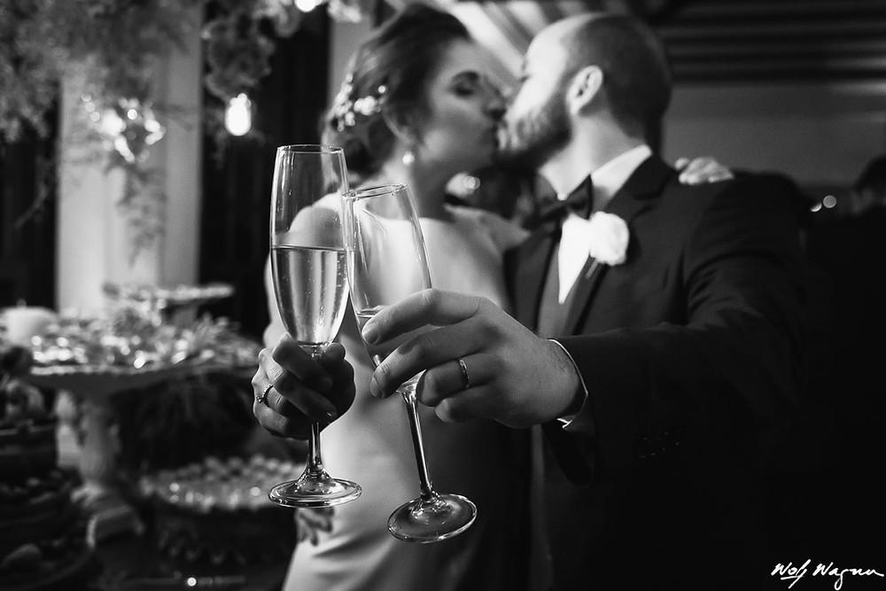noivos, brinde, brinde de noivos, casamento tiradentes