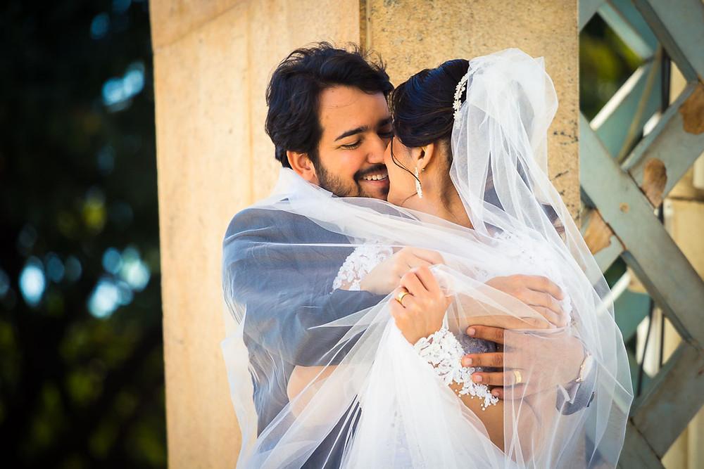 sessao externa casamento noivosbh noiva vestida de noiva fotografo de casamento bh igrejinha da pampulha sao francisco de assis