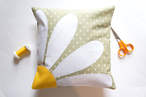 Daisy Applique Cushion Kit