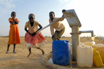 Water pump well Sudan.jpg