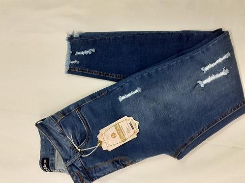 Pantalon tobillero en  jeans rasgado