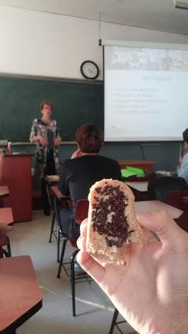 """ILS Food lecturer Daniëlle Naafs let Korean students taste """"stroopwafels"""" and """"hagelslag""""."""