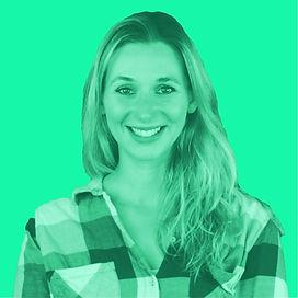 Andrea Gerhard ist die Moderatorin des Podcasts ZWEIvorZWÖLF über Nachhaltigkeit.