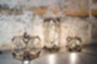Luminaire, lampe à poser design Hexa en tissage. Structure en bois et acier. Fabrication France. Shooting chez Santa Rosalia Toulon
