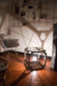 Luminaire, lampe à poser design Hexa en tissage. Structure en bois et acier. Fabrication France
