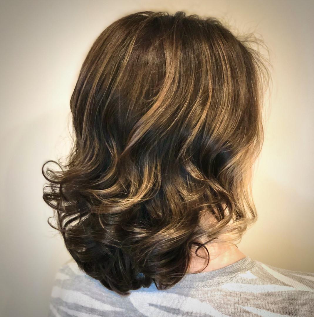 Wavy, balayaged brown hair