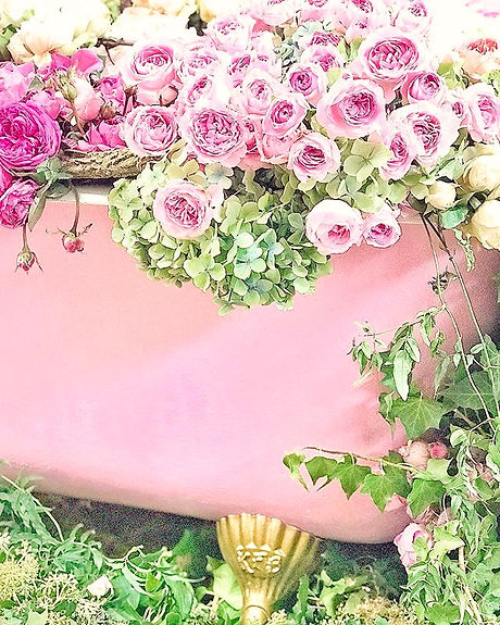 A tub-full of pink roses_ Why not_ 🛁🌸🌸🌸_edited.jpg