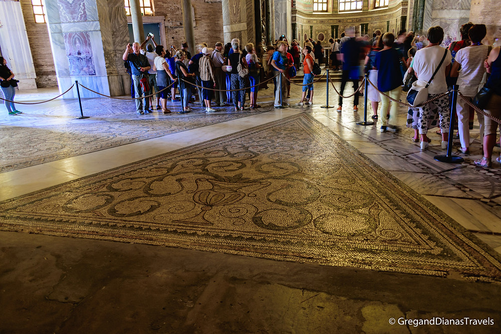 The original floor mosaic in Basilica San Vitale
