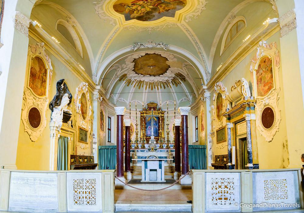 Main Altar of Basilica Sant´Apolinnare Nuovo