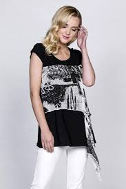 RED CORAL BLACK AND WHITE PRINTED TOP