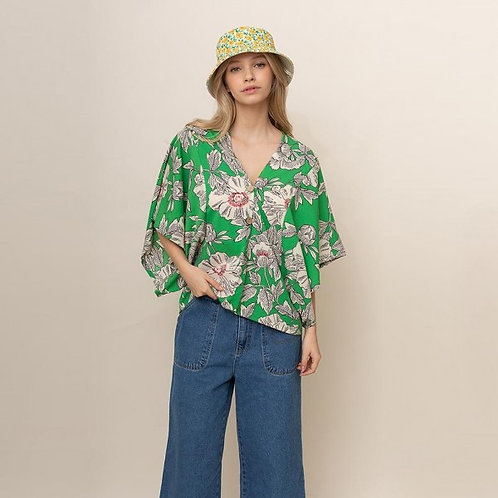 DO EVERYTHING IN LOVE BUTTON UP KIMONO TOP GREEN WITH FLOWERS