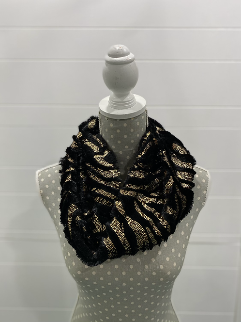 PICABO BLACK SCARF WITH GOLD FUZZY