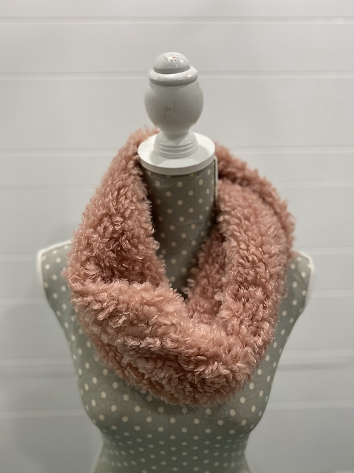 PICABO FUZZY SCARF PINK