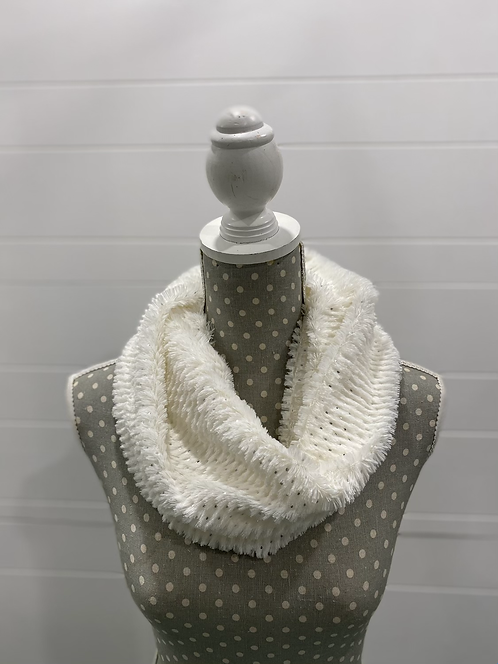 PICABO WHITE FUZZY SCARF WITH SILVER DOTS