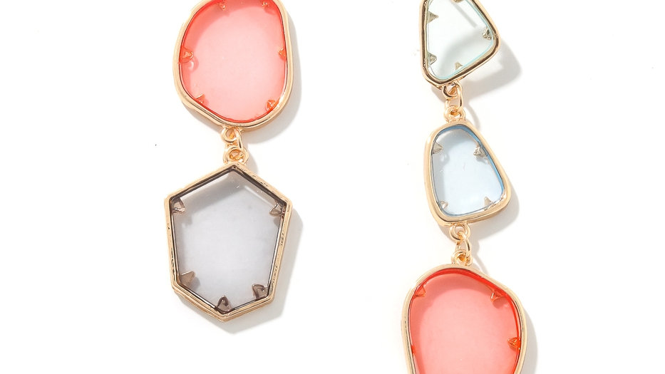 Stunning must have of earrings has a resin layered earrings design.