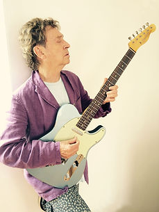 Andy_Summers_with_guitar_2015.jpg