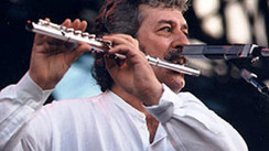 "Ray Thomas (Moody Blues) Interview: ""Sex, Drugs and Rock 'n' Roll are a Thing of Memories; I've had"