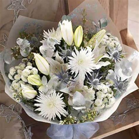 xmas bouquet in whites.jpg