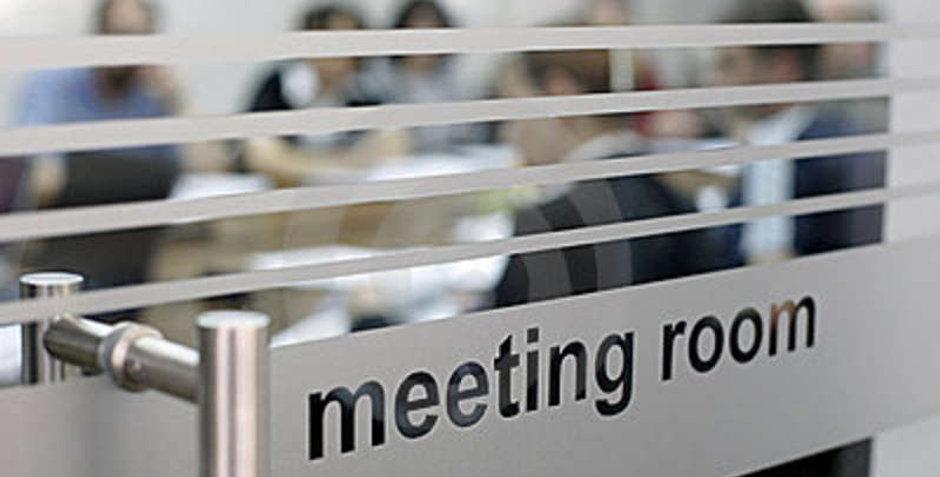 meeting-room-use-8986676.jpg