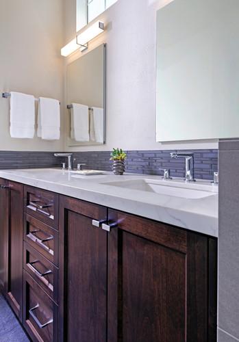Modern Bathroom - Petalua