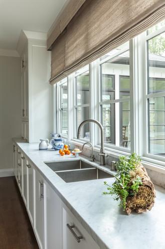Contemprary Farmhouse Kitchen Sink