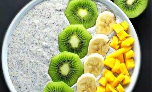 RECETA | DESAYUNO | Crema de Soja y chia con kiwi, plátano y mango