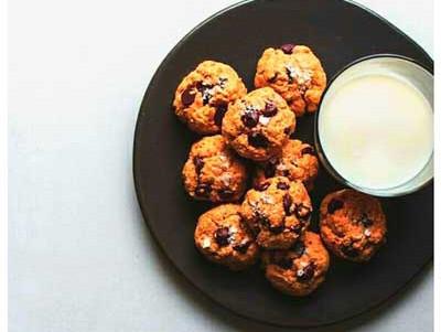RECETA | DESAYUNO | Leche de almendras con Cookies de cacahuete, avena y virutas de chocolate