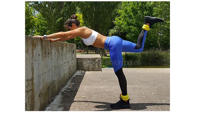 amaya fitness patada_glúteos