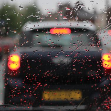 Cuidados no trânsito: segurança ao dirigir nos perigos de chuva