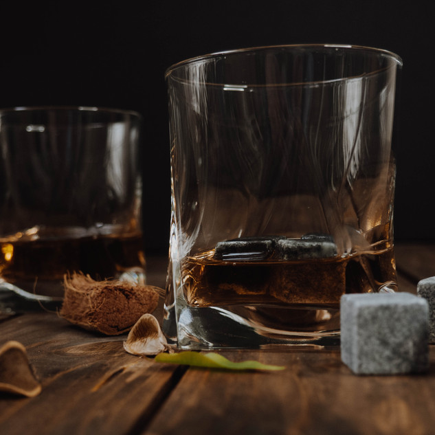clear-drinking-glass-with-whiskey-391222