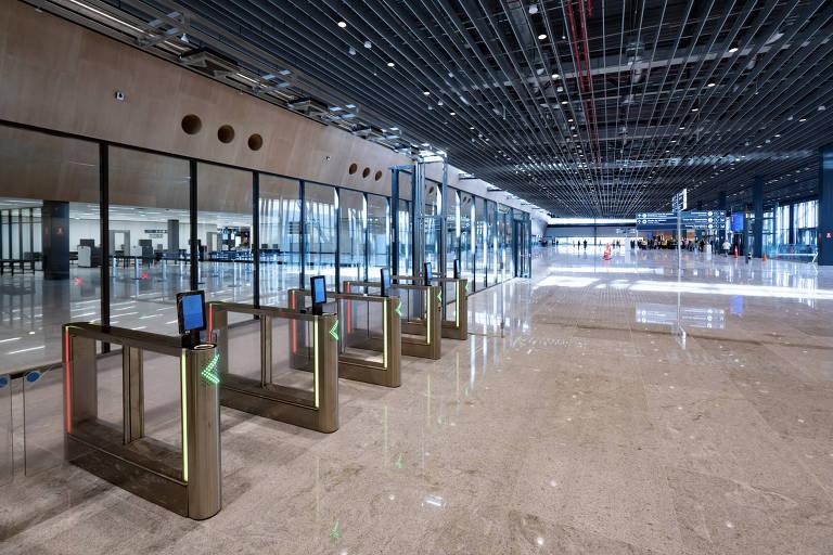 Floripa Airport 3.jpg