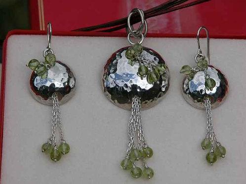 Ensemble pendentif & B.O. martelé pierre verte