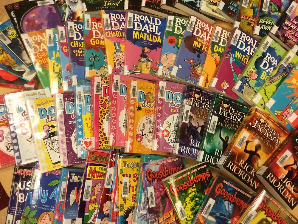 Yndislestur í ensku: Roald Dahl, Rick Riordan, Rachel Renée Russell, Darren Shan, R.L. Stine og Jacqueline Wilson.
