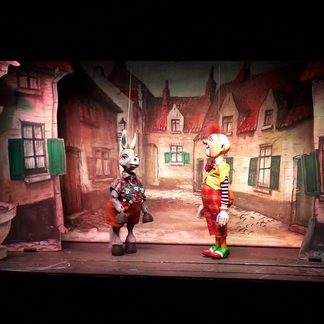 Poppentheater: De Clown zit klem.  Maak op een ludieke manier het thema geestelijke gezondheid bespreekbaar.