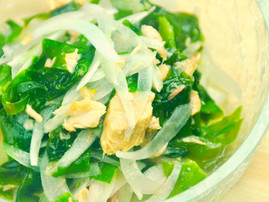 Wakame Seaweed and Tuna Salad