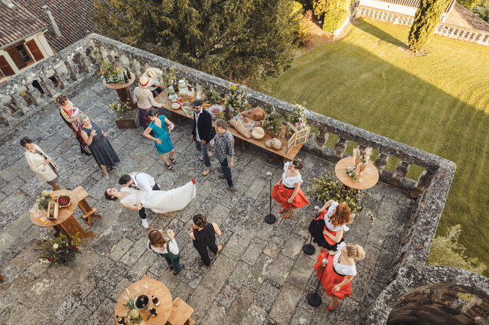 Mariage sur la terrasse qui offre une vue splendide