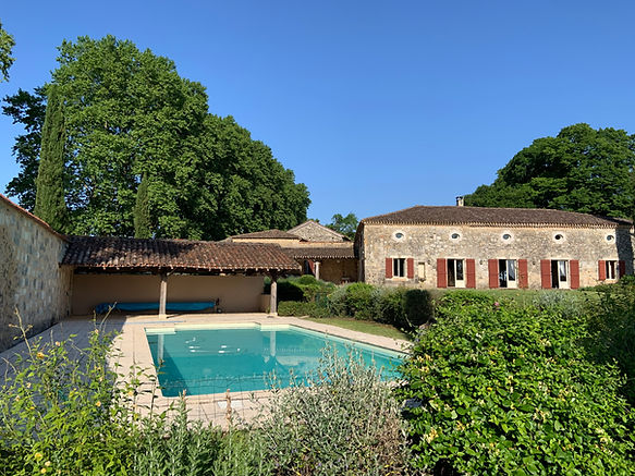 Poudenas, Bastion du prince Noir piscine location gite