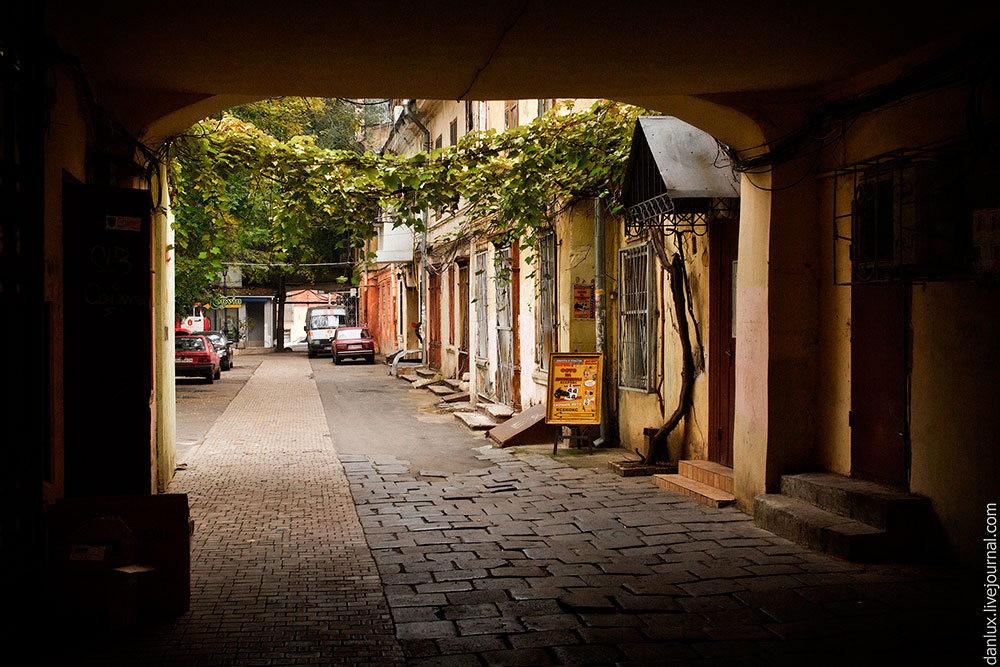unique-odessa-patios-ukraine-5.jpg