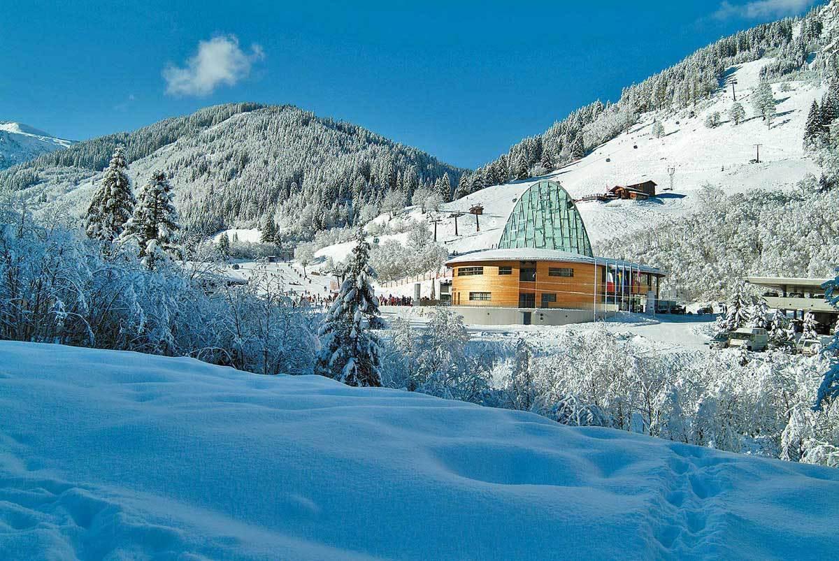 Winter-Carpathians-ukraine-22816562-1200
